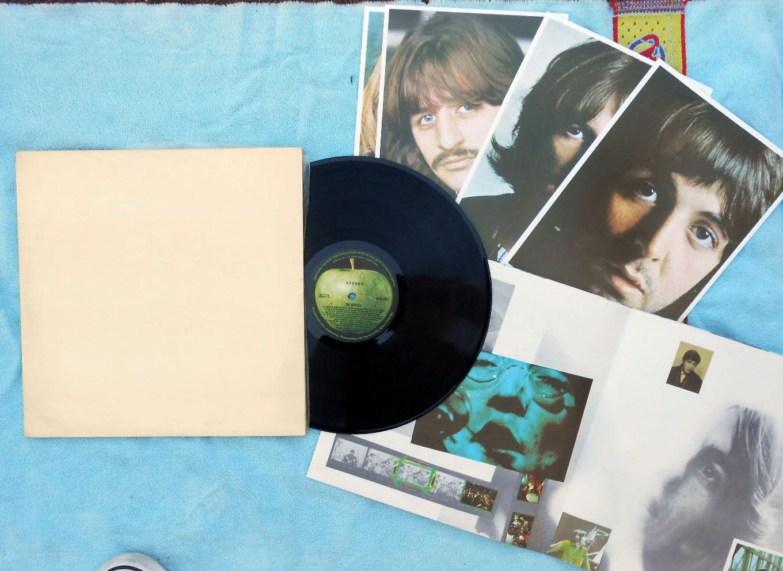 Beatles OZ Reissue 2LP White album NM with 4 Prints & Poster 70's