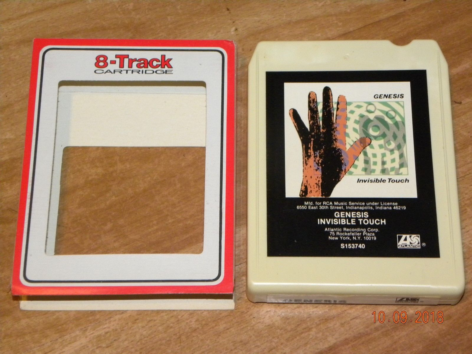 GENESIS - Invisible Touch 8 track nice and clean RARE